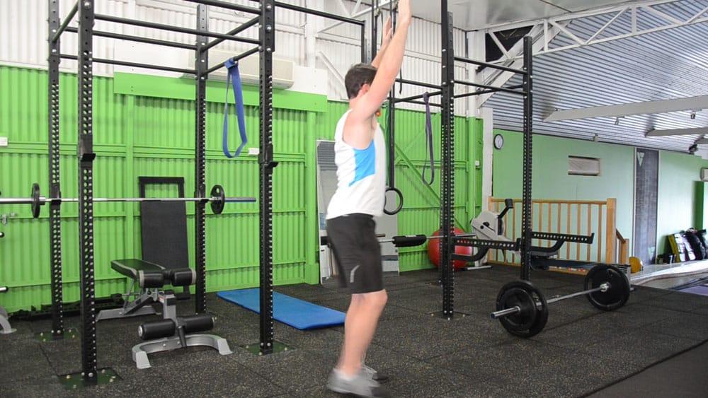 Alternating-Bodyweight-Over-head-Reverse-Lunge-3