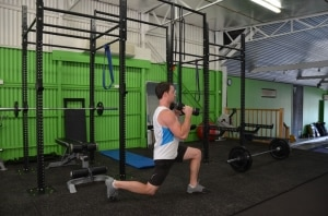 Alternating-Dumbbell-Hammer-Curl-Lunge-2