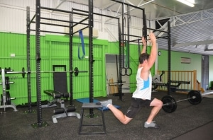 Rear-foot-elevated-splits-squats-with-overhead-reach-2